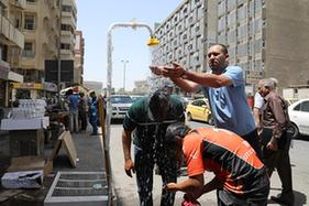 伊拉克首都巴格達高溫難耐