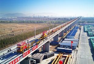 京張高鐵開始全面鋪軌
