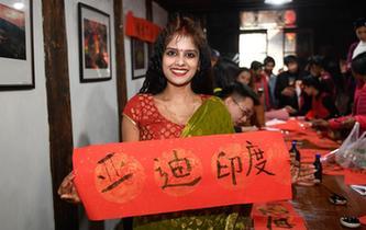 外國友人在中國鄉村體驗民俗
