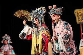 夏季達沃斯論壇上體驗京劇文化