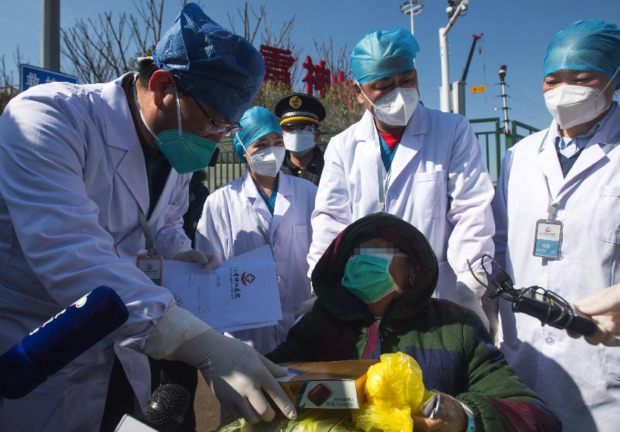 雷神山醫院首批兩名新冠肺炎確診患者出院