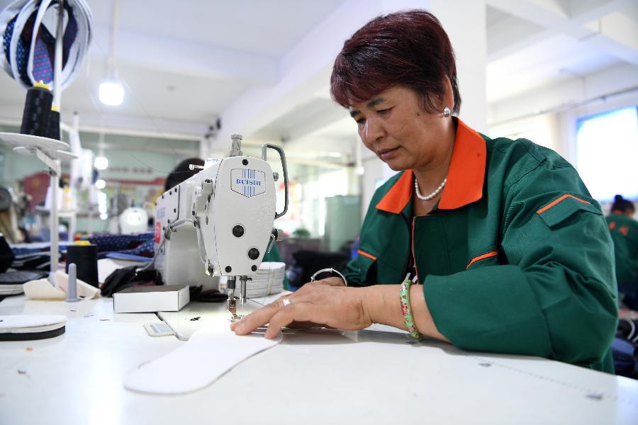 甘肅臨夏:布鞋産業助就業