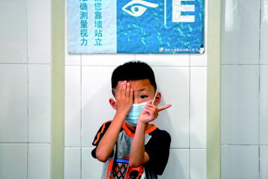 近視要扣分:長治中考新規是倒逼護眼還是給學生增負
