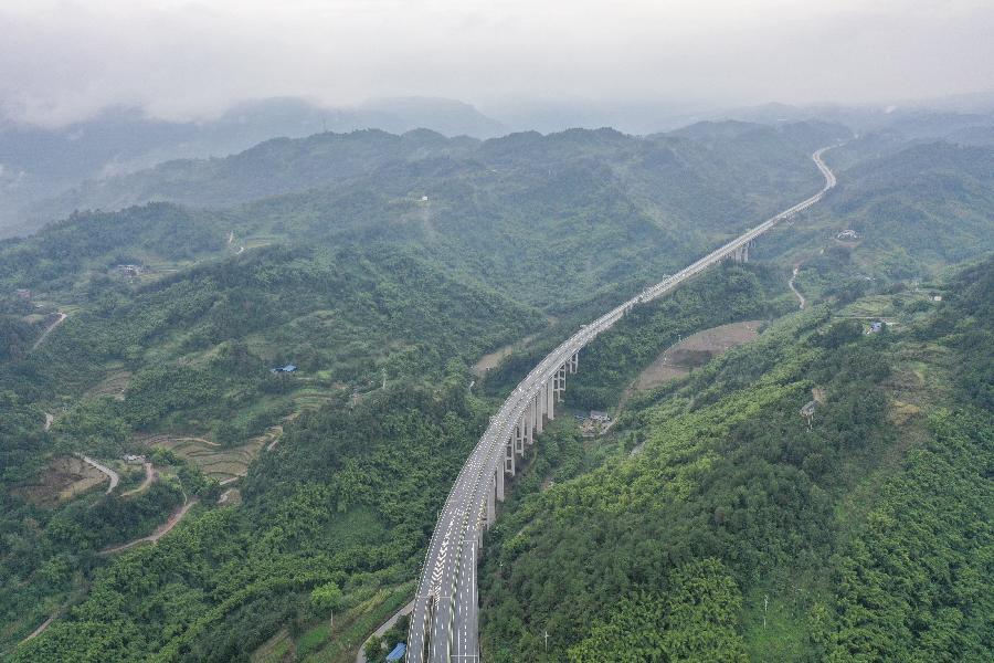 重慶:南兩高速建成通車
