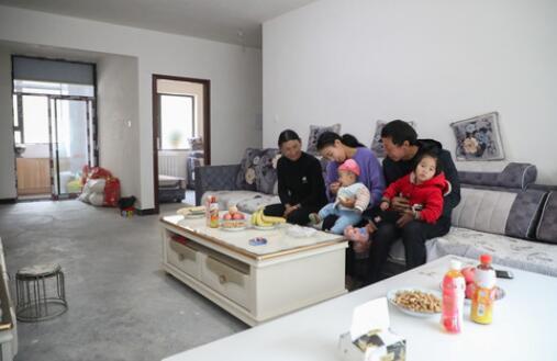 甘肅舟曲:受災群眾溫暖過冬