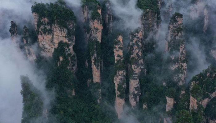 湖南張家界:秋日雲霧繞峰林