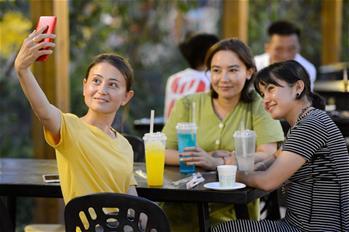 新疆吐魯番:夜市點亮夜生活