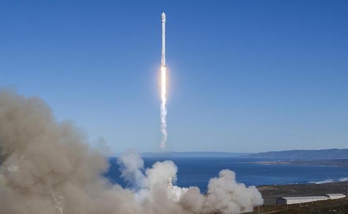 """美""""獵鷹9""""火箭重返太空 首次成功在太平洋實現海上回收"""