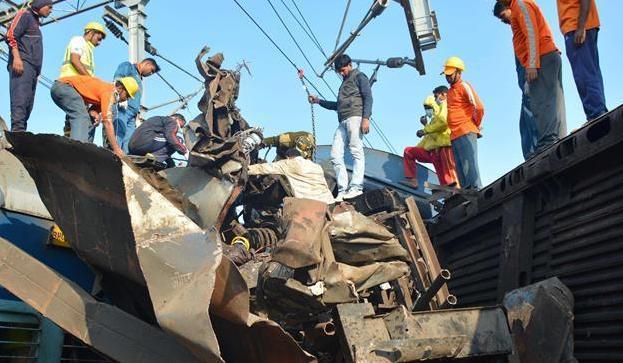 印度列車出軌事故已致27人死100多人傷