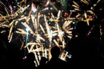 南非華人舉行盛大煙火表演慶祝新春佳節