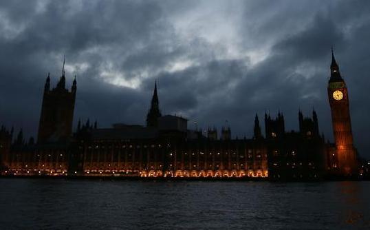 """英國下院投票支持授權首相啟動""""脫歐"""""""