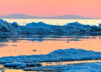 中俄界湖興凱湖開湖 冰排涌動尤為壯觀