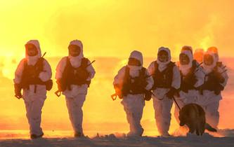 -30℃ 邊防官兵巡邏美成一幅畫