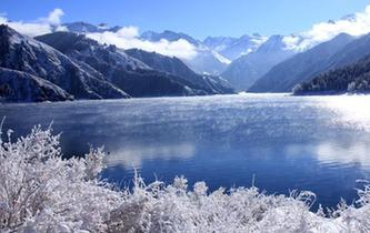 新疆天山天池大雪初晴美如畫