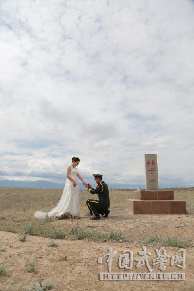 中哈边境浪漫婚礼 国门下许爱情诺言
