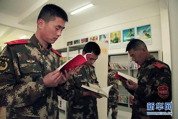 部队考军校的书籍武警_在\