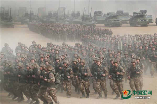 军报评论:坚定不移把军事训练摆在战略位置