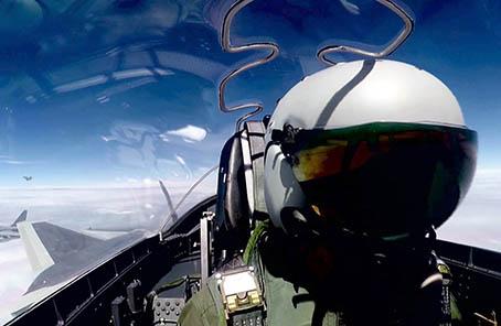歼―20战机首次开展海上方向实战化训练