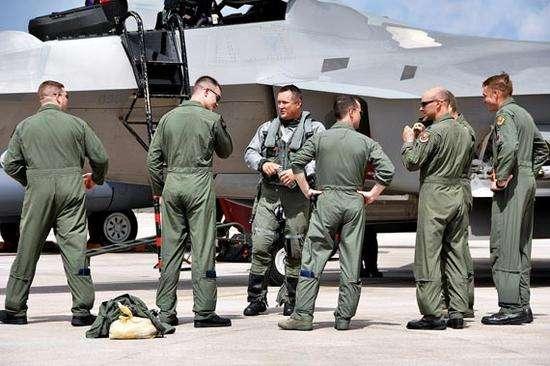"""飞行员短缺怎么办?美空军推行退役""""返聘""""新政"""