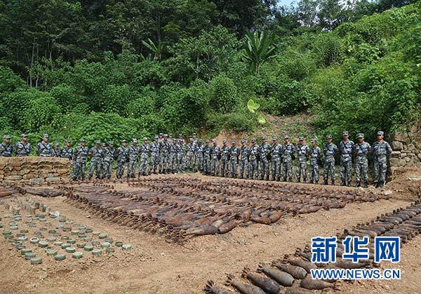 陆军组织部队扫雷骨干在边境雷场实操实练提升扫雷排爆能力