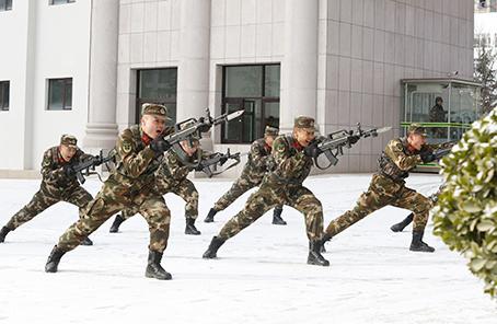 武警新训练大纲_入冬以来,武警甘肃总队以新《军事训练大纲》为依据,坚持与实战对表