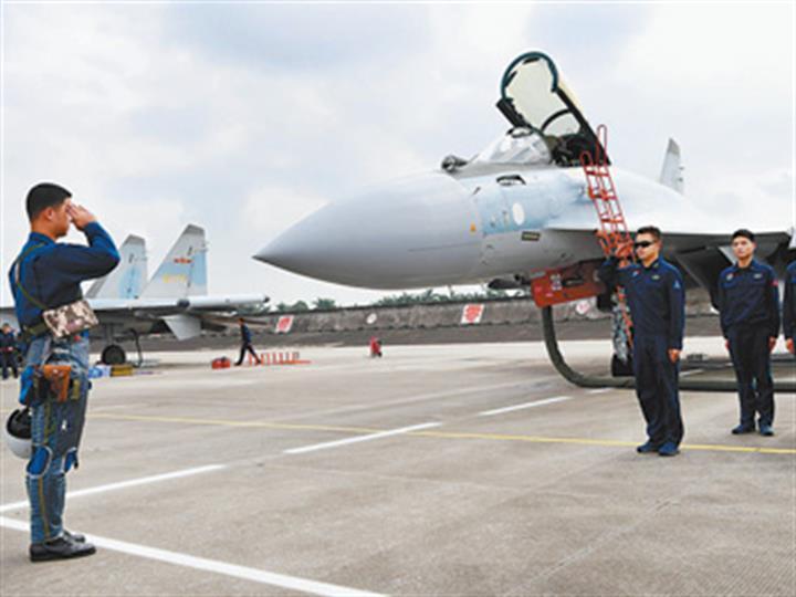 空军某部连续组织跨昼夜训练