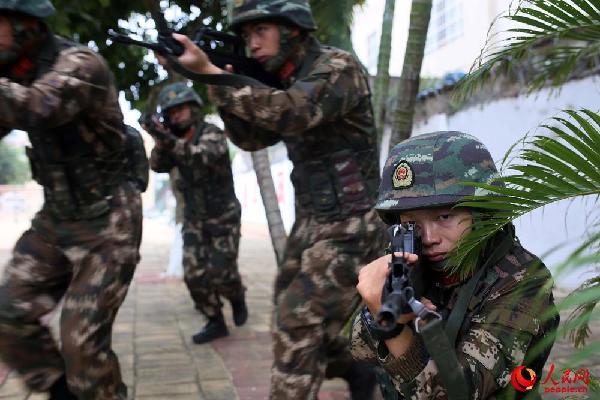 武警特战队员开展实战演练 锤炼快速处突能力