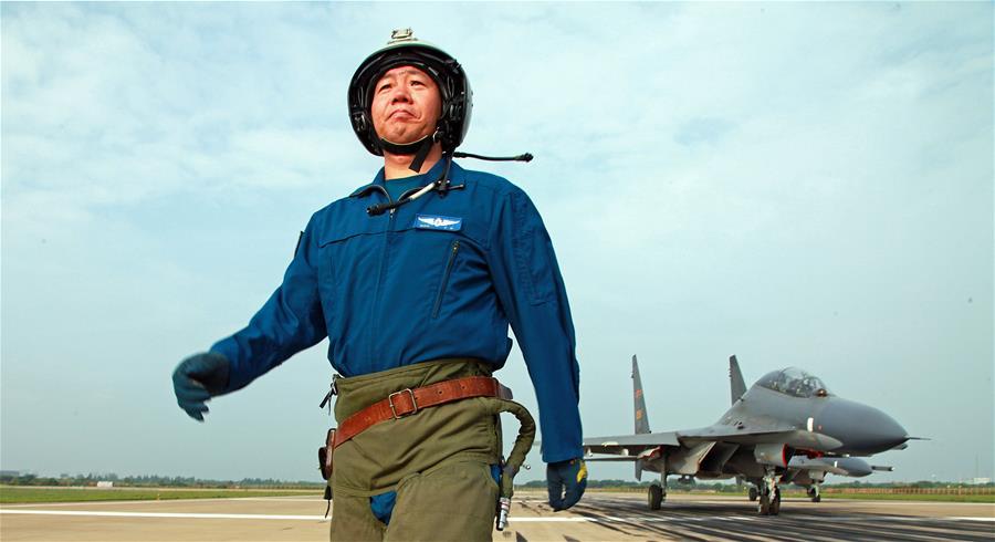 (新华全媒头条・图文互动)(1)战鹰,为祖国奋飞――记空军航空兵某旅旅长、特级飞行员郝井文