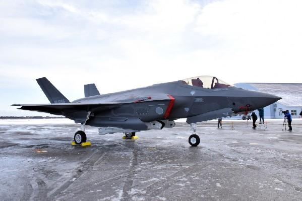 日防卫相:F-35很可能高速撞海 损毁十分严重