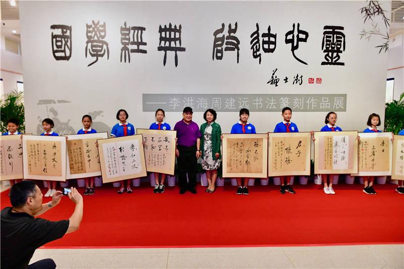 李洪海周建远书法篆刻作品展在军博开展 快递业务量300亿