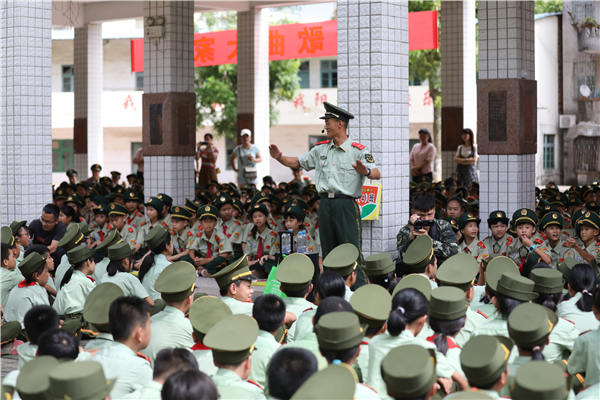 武警钦州支队:联合驻地小学纪念全民族抗战爆发82周年