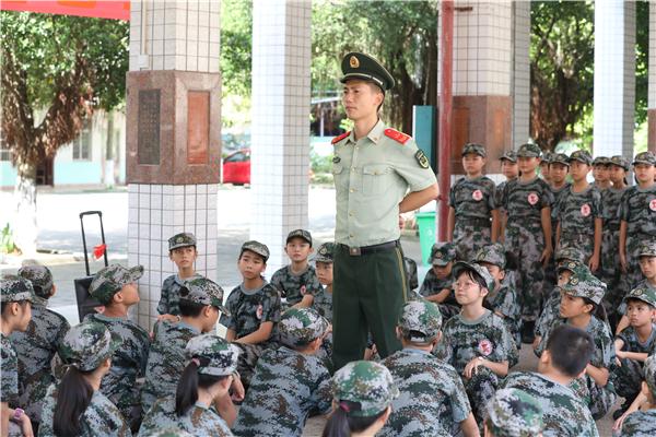 武警钦州支队:联合驻地小学纪念全民族抗战爆