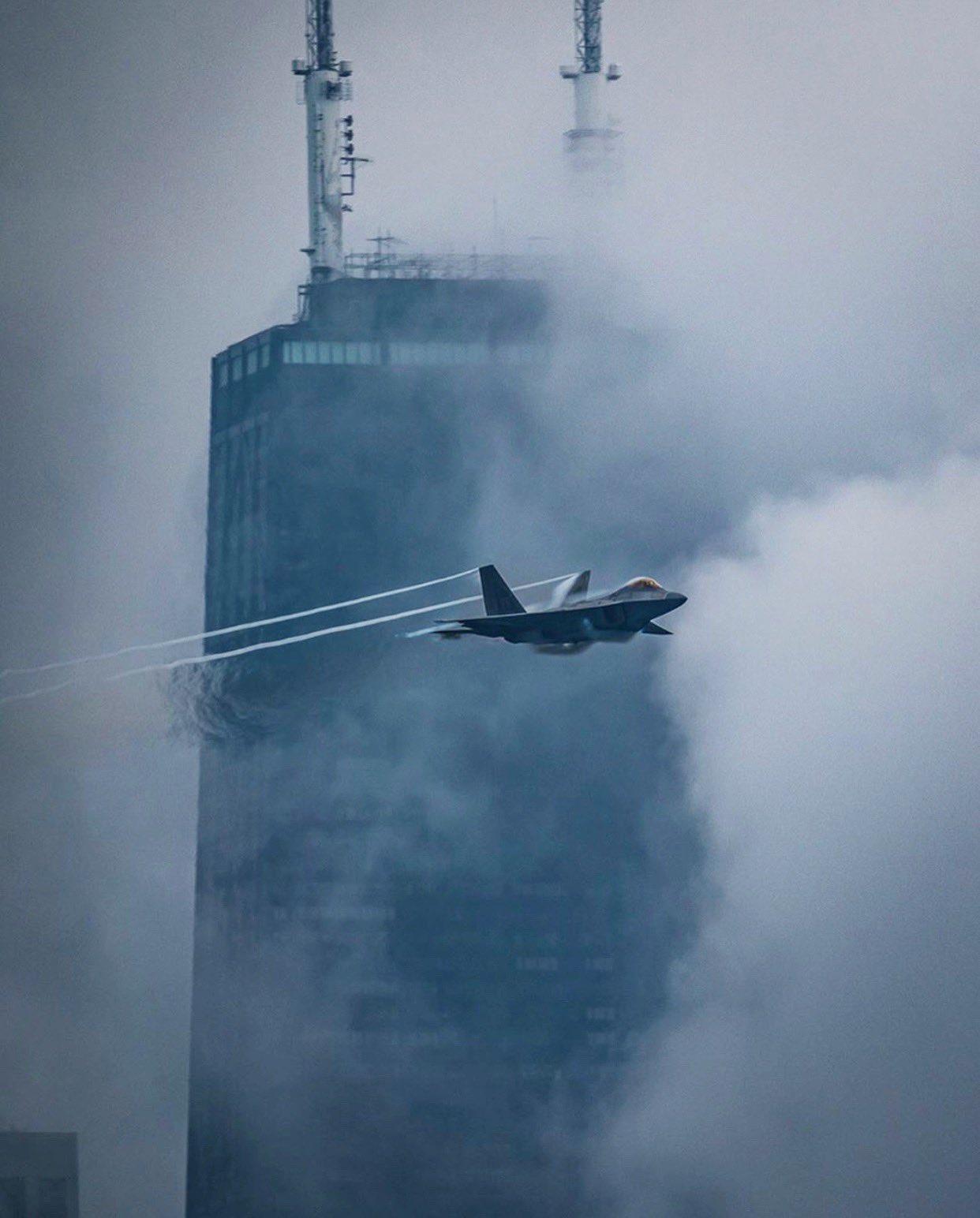 22在芝加哥超低空飞行表演