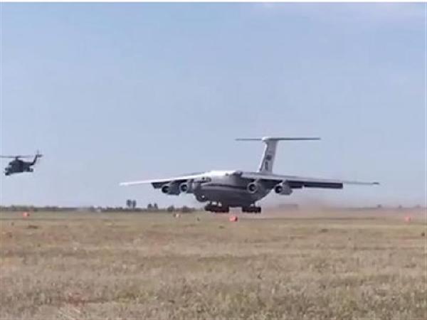 堪比战争片!俄米-24武直掩护伊尔-76运输机野战起降
