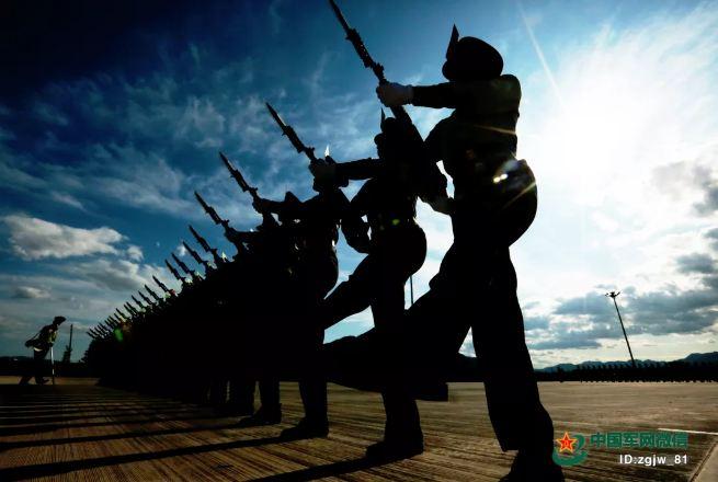 阅兵训练场陆军方队:日均步行21公里,首次展示端枪动作