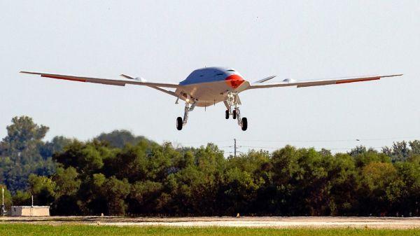 军情锐评:应对未来对抗环境 美军舰载无人加油机首飞