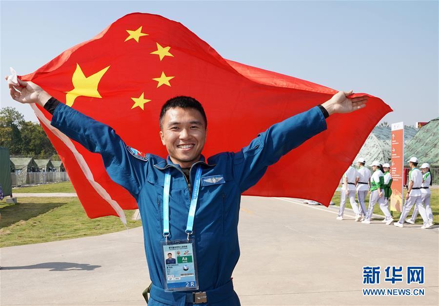 空軍五項——飛行比賽:中國隊奪冠