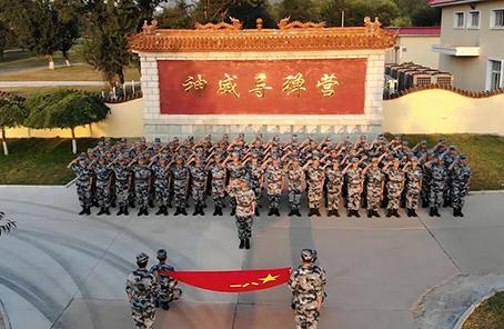 """新春走基层丨空军""""神威导弹营""""的年终盘点"""