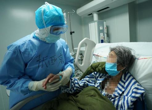 """火神山医院重症医学一科里的""""生死战""""火影忍者带面具的是谁"""