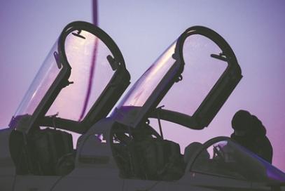海军航空大学某团学员夜航单飞现场目击