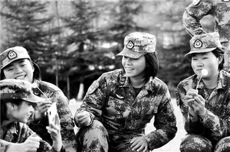 """两名高原女兵的""""转岗""""之旅"""