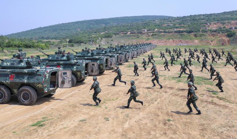 战车来袭!直击武警某部机动八支队野外驻训