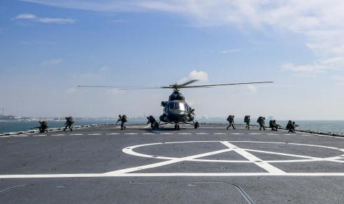 第73集团军某陆航旅与海军某大队组织舰机协同训练