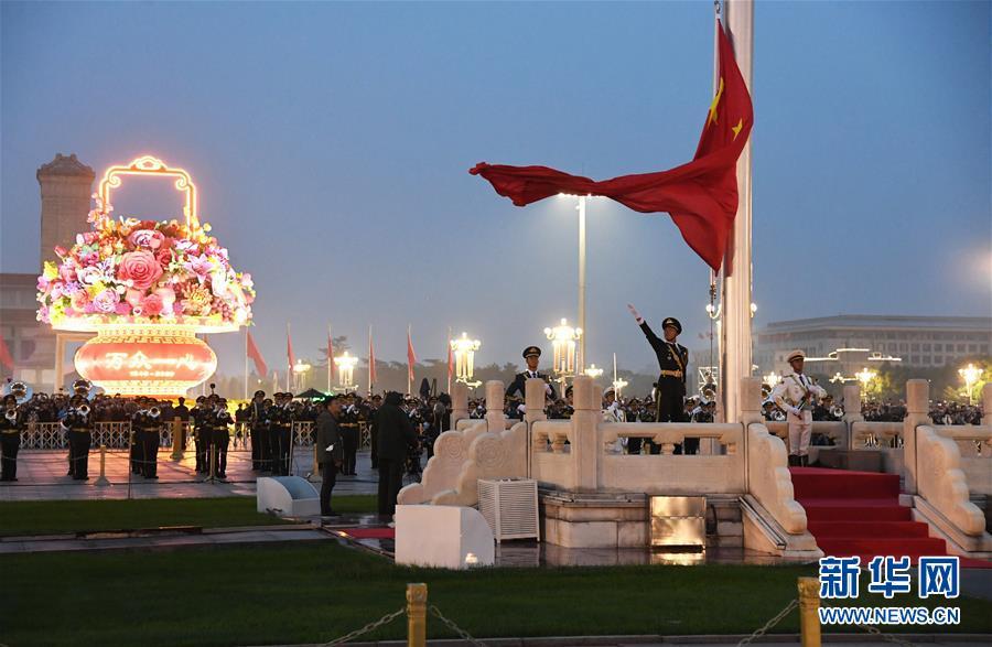 (在习近平强军思想指引下·我们在战位报告·图文互动)(3)护卫国旗 重于生命——中国人民解放军仪仗大队国旗护卫队执行国旗升降任务记事