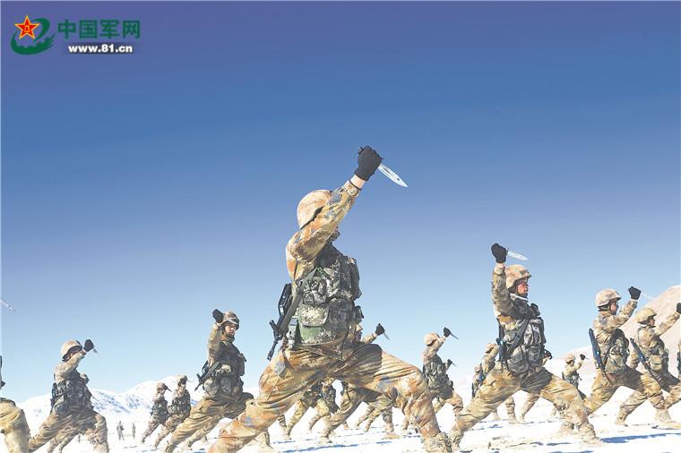 新疆军区某合成师官兵在海拔5000米雪域高原大练兵芳菲理发店