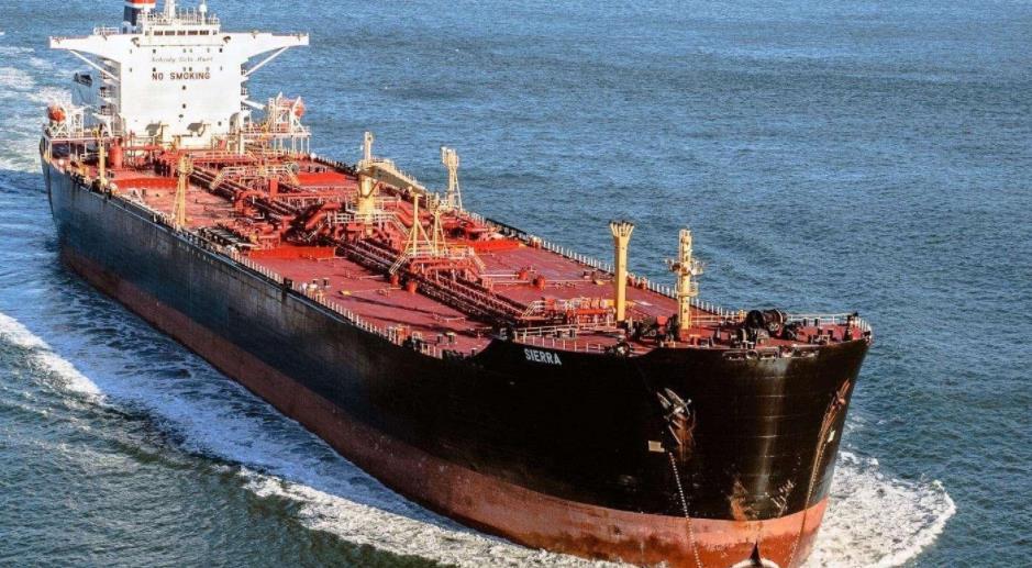 伊朗媒体称一艘伊朗货船遭水雷袭击