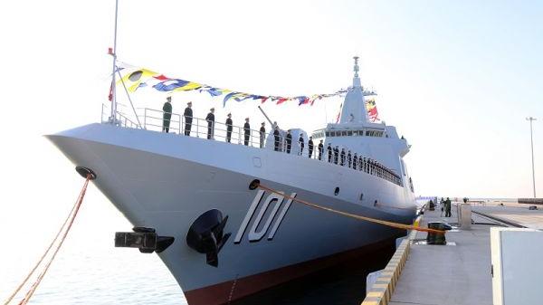 资料图片:2020年1月12日,南昌舰官兵在入列仪式前分区列队。(李唐 摄)