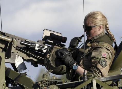 丹麥女機槍手很彪悍