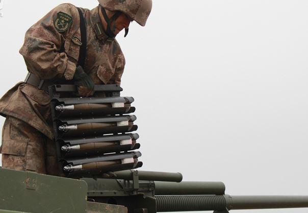 見過給火炮壓彈夾嗎?