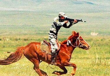 解放軍馳馬站立射擊
